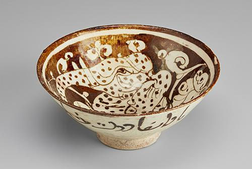 AKM556, Bowl with a fantastical elephant-headed creature, Front